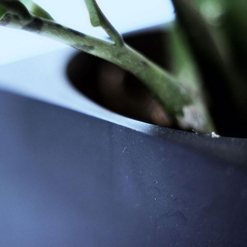 硬質ゴム製の植木鉢